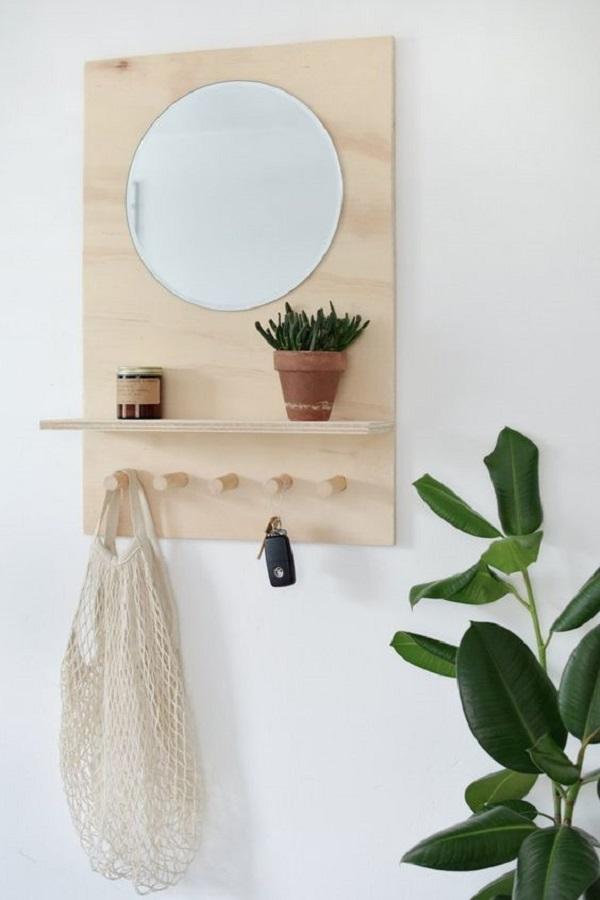 decoração minimalista com cabideiro de parede com prateleira e espelho Foto Pinterest