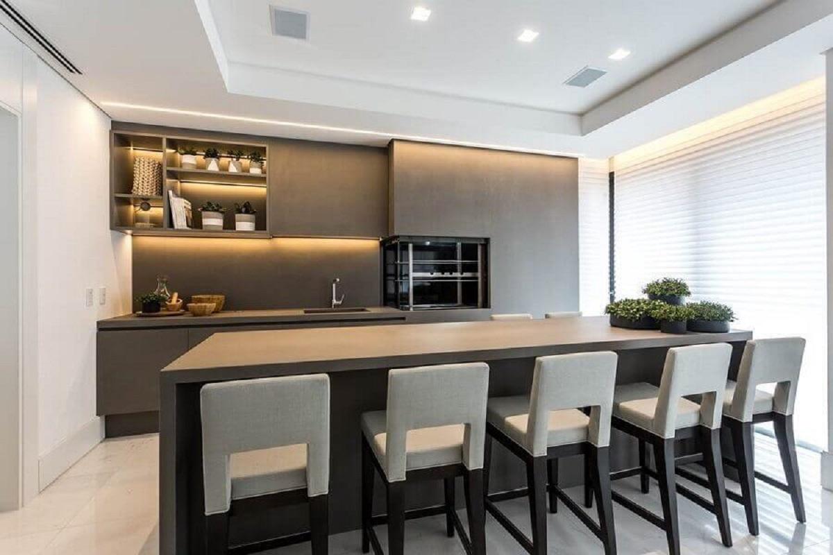 decoração minimalista em tons de cinza para área gourmet moderna com churrasqueira Foto Dcore Você