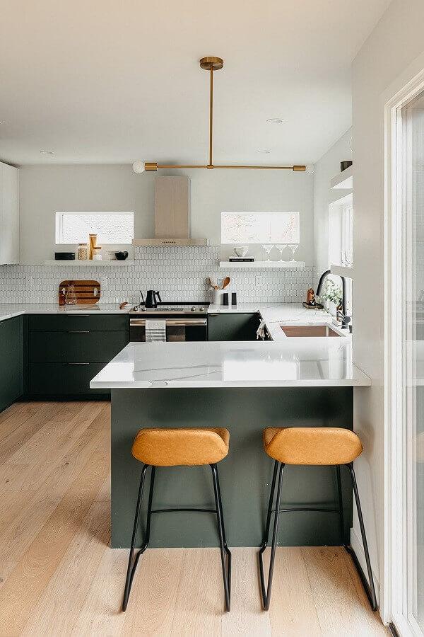 decoração mnimalista com balcão de cozinha com pia Foto Copeland + Co. Interiors