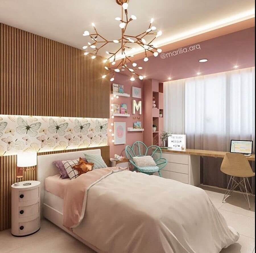decoração moderna com revestimento de madeira e cadeira para quarto feminino Foto Dicas de Mulher