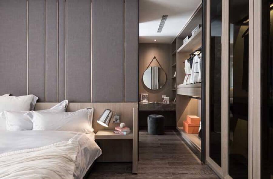 decoração moderna de quarto com closet casal com penteadeira Foto Houzz