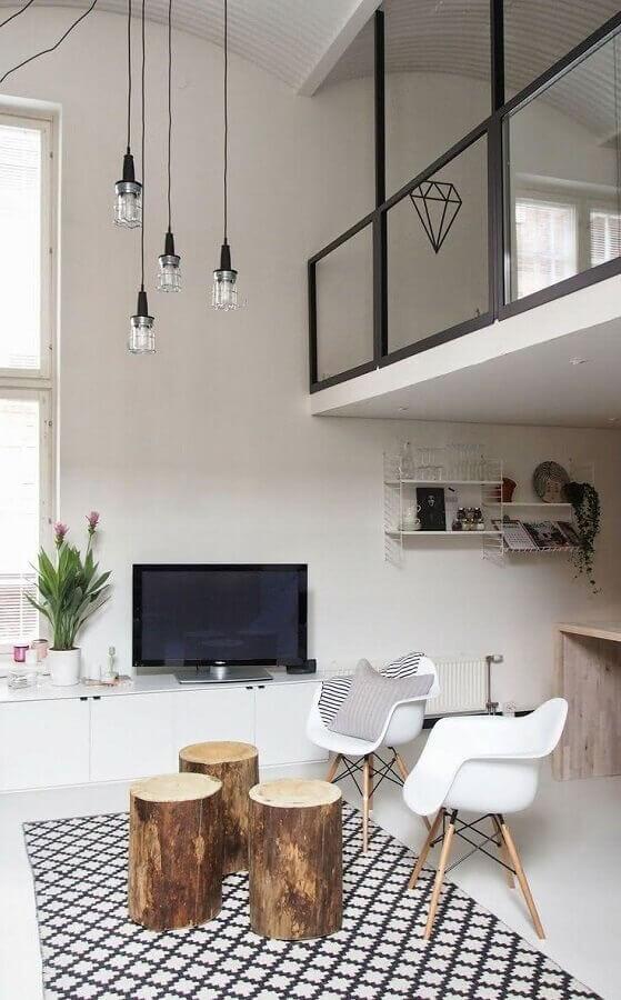decoração para sala com mesa de centro redonda de madeira rústica Foto Pinterest