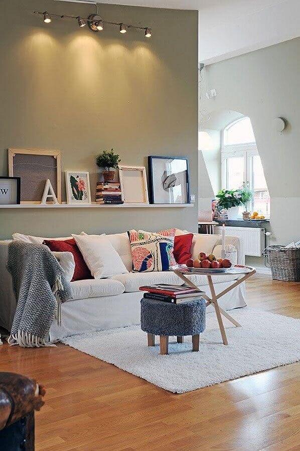 decoração para sala com sofá branco e mesa de centro redonda pequena Foto Ideias para Decorar