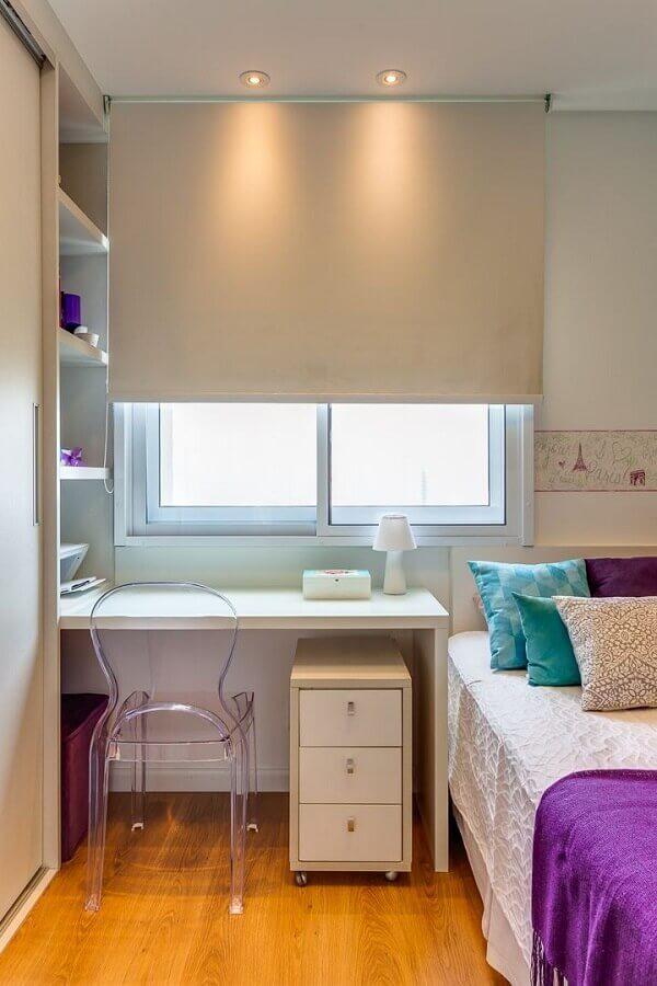 decoração simples com cadeira decorativa para quarto feminino pequeno planejado Foto Rúbia M. Vieira Interiores