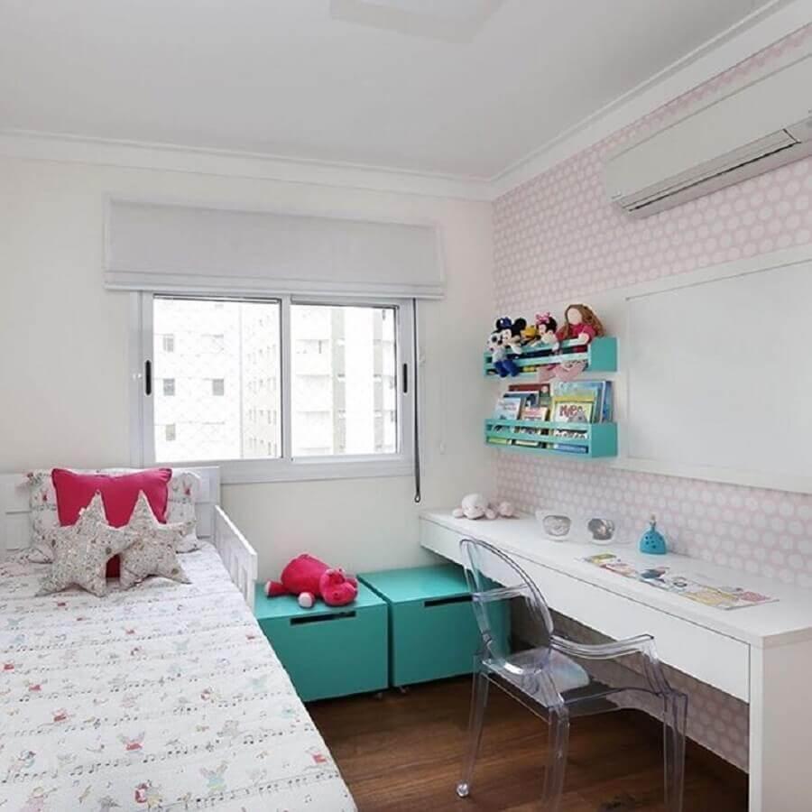 decoração simples com cadeira para quarto feminino pequeno Foto GF Projetos