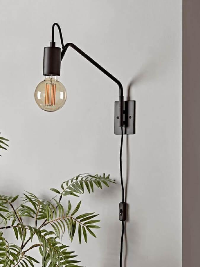 decoração simples com luminária decorativa de parede Foto Cox & Cox