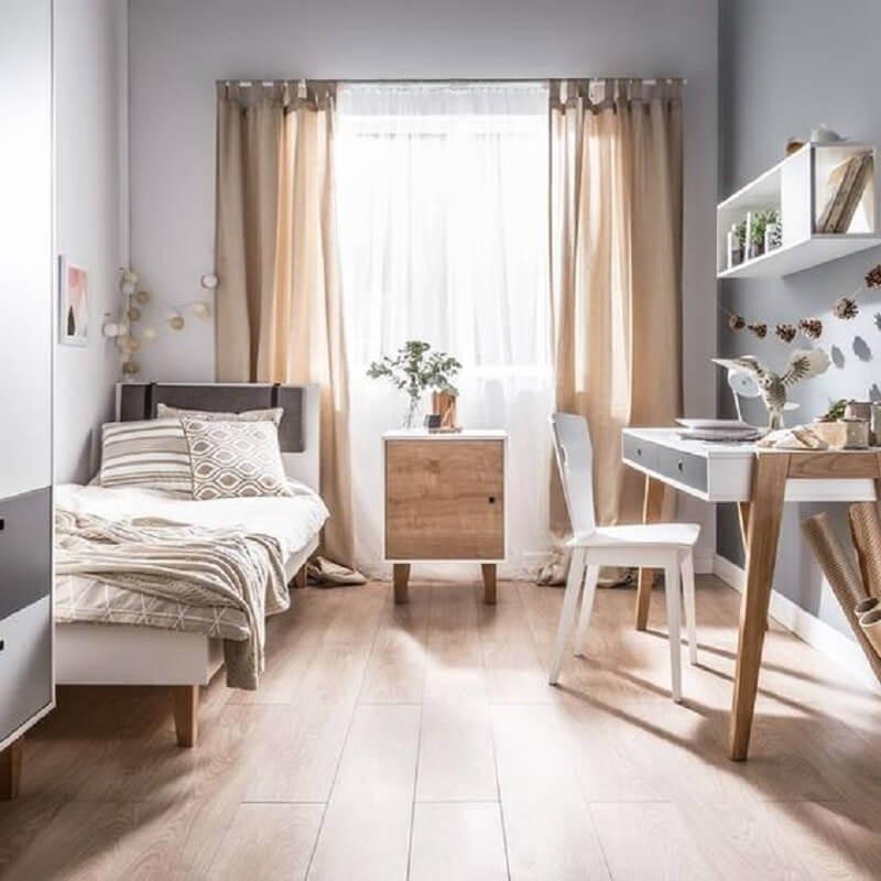 decoração simples com mesa escrivaninha para quarto de solteiro Foto House Beautiful