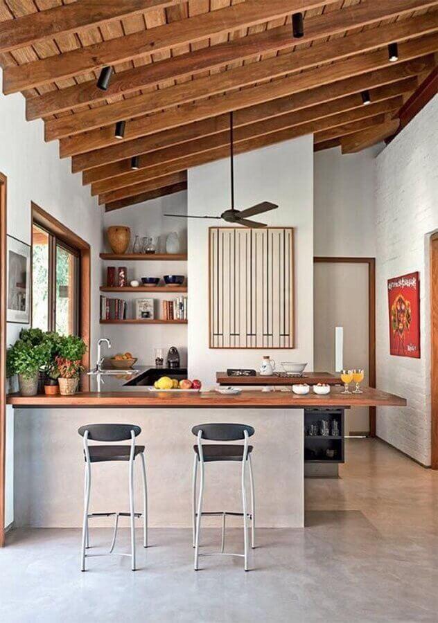 decoração simples para cozinha com balcão de madeira Foto NODO Arquitetura