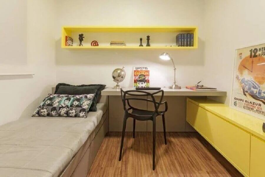 decoração simples para quarto bege e amarelo de solteiro Foto AMIS Arquitetura