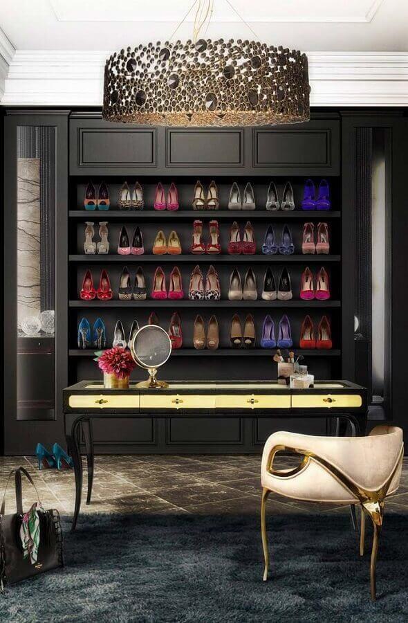 decoração sofisticada na cor preta para closet com penteadeira Foto Futurist Architecture