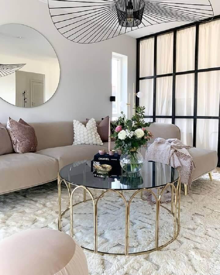 decoração sofisticada para sala com mesa de centro redonda espelhada Foto Curated Interior