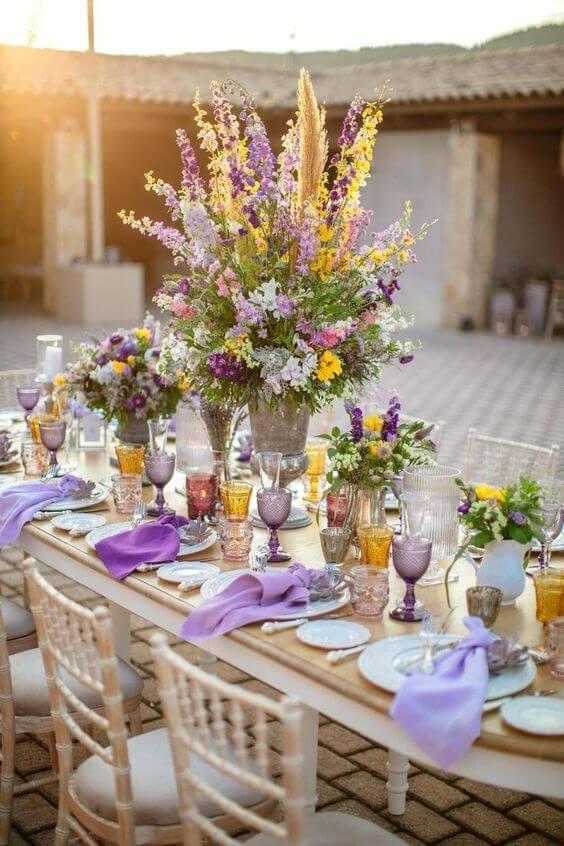 Decoração de mesa no jardim moderno