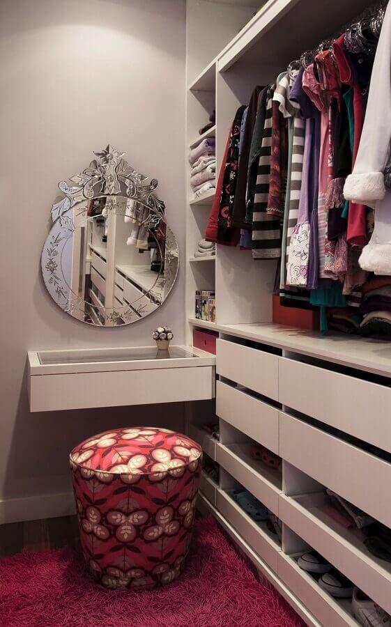 espelho redondo para decoração de closet feminino com penteadeira pequena Foto Pinterest