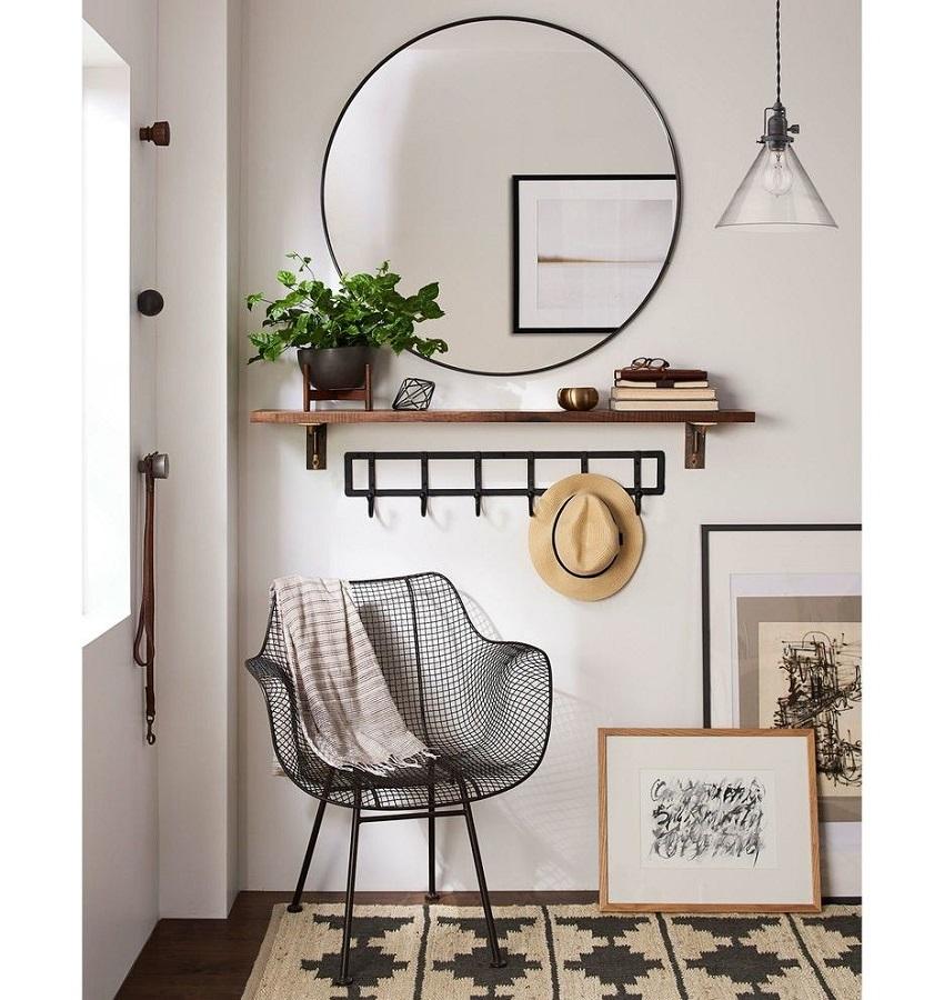 espelho redondo para hall decorado com cabideir de parede de ferro  Foto Pinterest