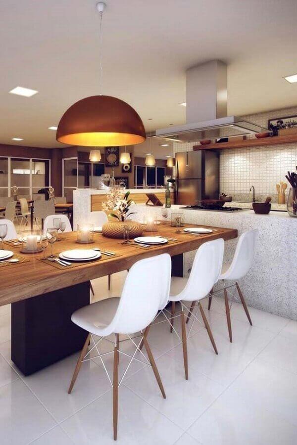 ilha com mesa de madeira para decoração de área gourmet moderna Foto Lolafá