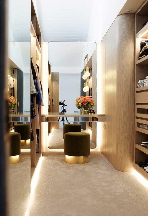 iluminação com fita de LED para decoração de closet com penteadeira embutida Foto Pinterest