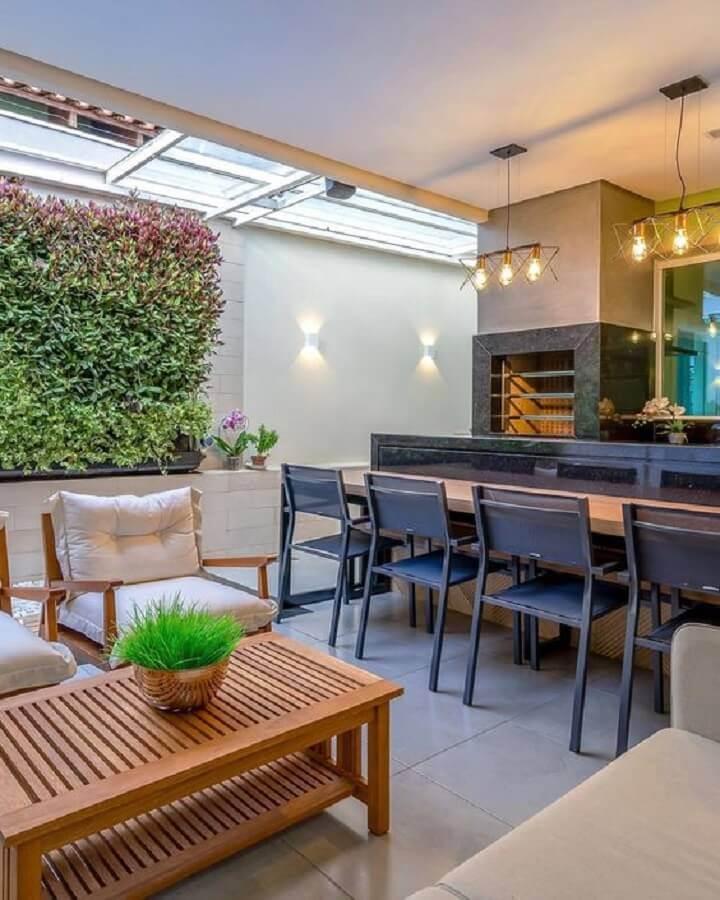 jardim vertical para decoração de área gourmet moderna com churrasqueira Foto Decor Salteado
