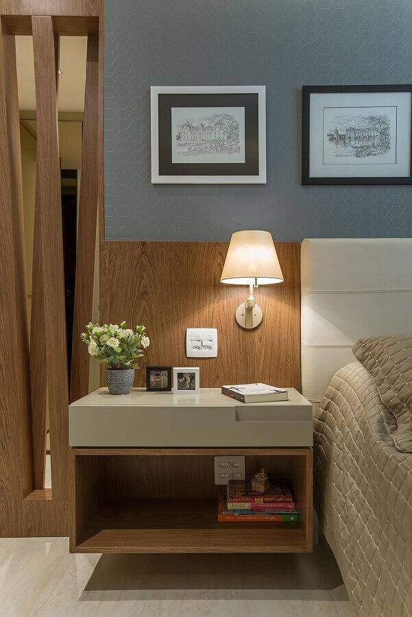 luminária de parede para quarto moderno decorado com cabeceira estofada Foto Casa Très Chic