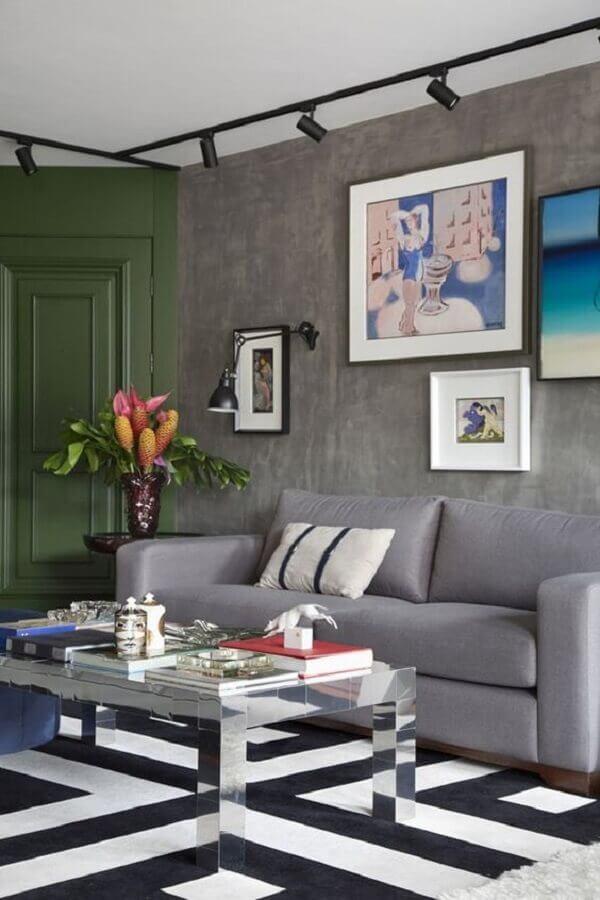 luminária de parede para sala cinza moderna decorada com tapete geométrico Foto Histórias de Casa