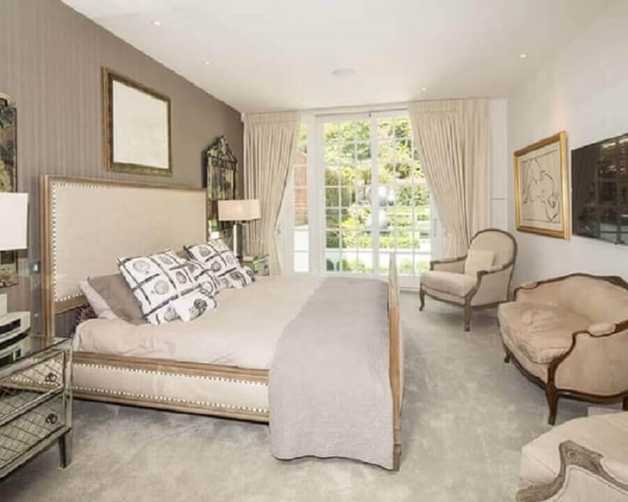 móveis clássicos para decoração de quarto bege com criado mudo espelhado Foto Ideias Decor