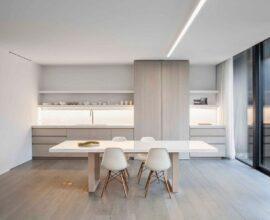 móveis de madeira clara para decoração de cozinha minimalista Foto Behance