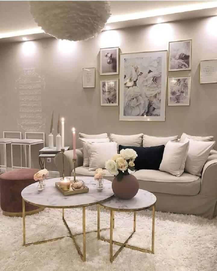 mesa de centro redonda dupla para decoração de sala sofisticada em cores neutras Foto Pinterest