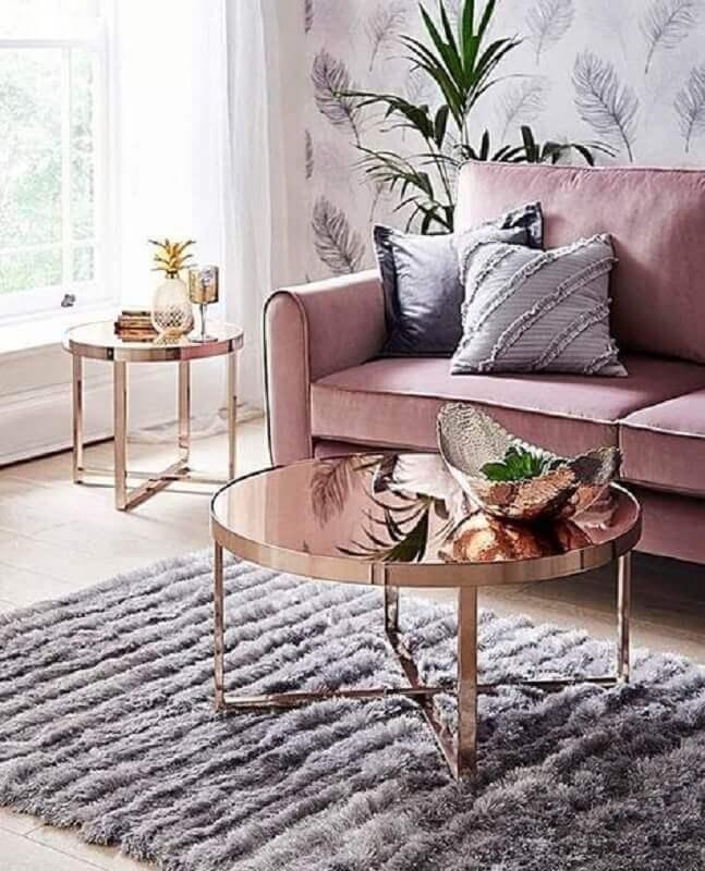mesa de centro redonda espelhada para decoração de sala com sofá rosa Foto Pinterest