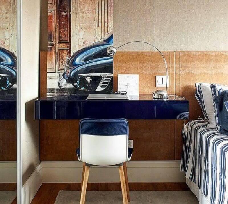 mesa suspensa para quarto de casal decorado com cabeceira de madeira Foto Arquitrecos