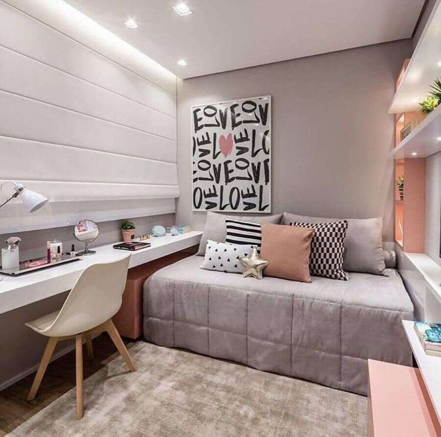 mesa suspensa para quarto de solteiro cinza e rosa decorado com prateleiras com iluminação Foto Pinterest