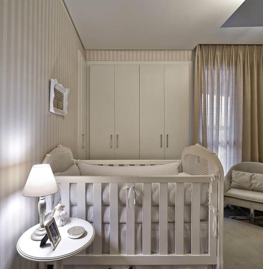 papel de parede listrado para decoração de quarto de bebê bege e branco  Foto Ideias Decoração