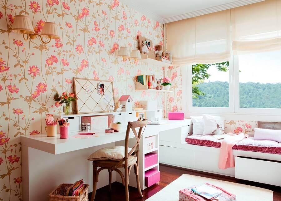 papel de parede para quarto feminino floral decorado com penteadeira branca Foto El Mueble