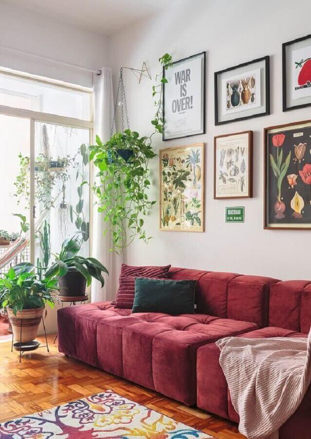 parede com quadros para decoração de sala simples com sofá sem braço Foto Histórias de Casa