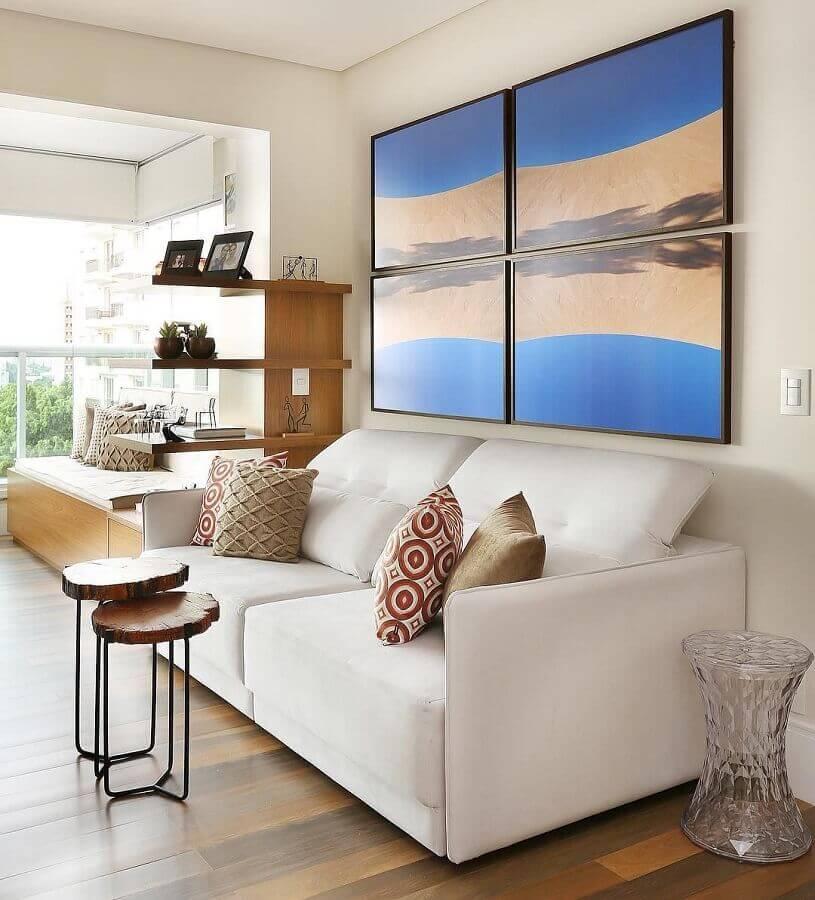 parede com quadros para sala clean decorada com sofá branco Foto Pinterest