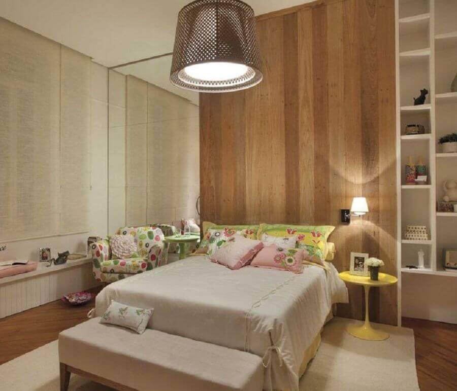 parede com revestimento de madeira para decoração de quarto de mulher Foto Pinterest