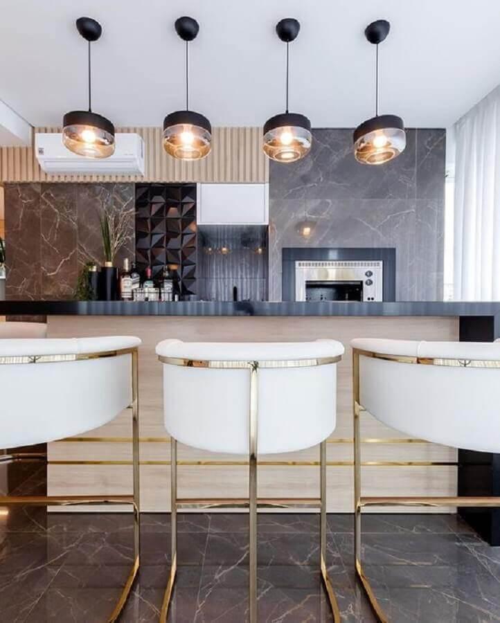 pendente de vidro para área gourmet moderna decorada com revestimento 3D Foto Homify