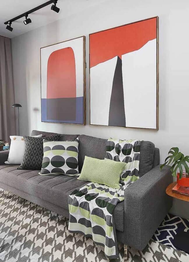 quadros decorativos grandes para sala cinza decorada com tapete estampado Foto Pinterest