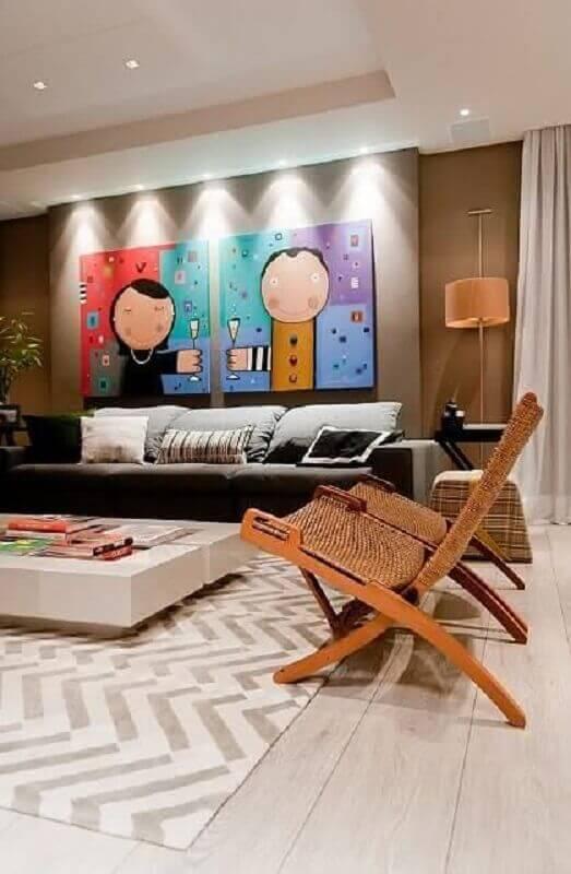 quadros decorativos grandes para sala decorada com poltronas de madeira Foto Pinterest