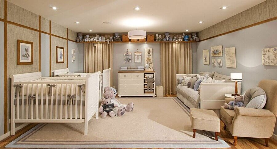 Quarto de bebê bege e azul decorado com tema de ursinhos  Foto Deavita
