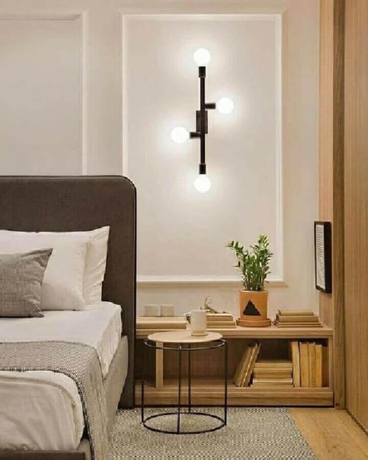 quarto sofisticado decorado com luminária de parede moderna Foto Archilovers
