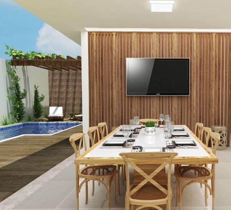 revestimento de madeira para área gourmet moderna externa com piscina Foto Otimizi