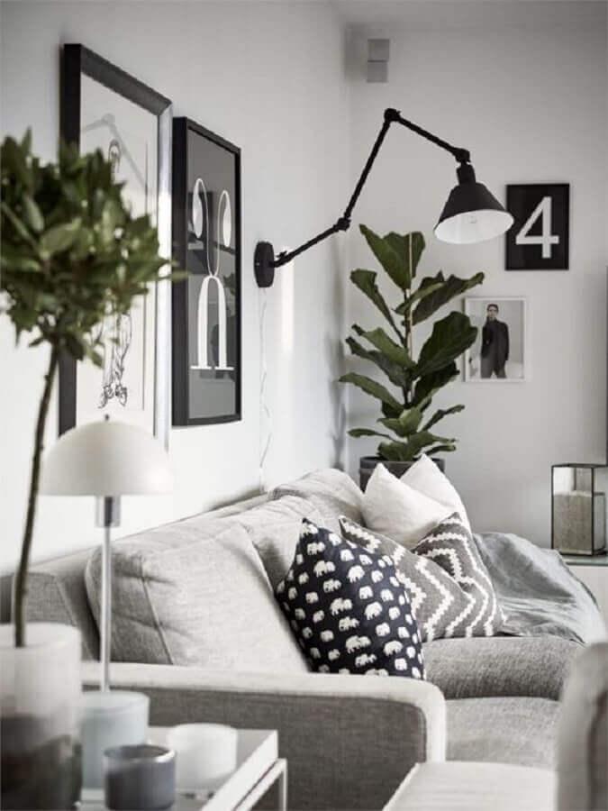 sala branca decorada com sofá cinza e luminária articulada de parede Foto Editions de l'Arkhan