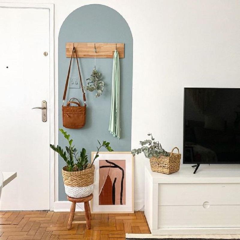 sala de TV decorada com cabideiro de parede simples  Foto Pinterest