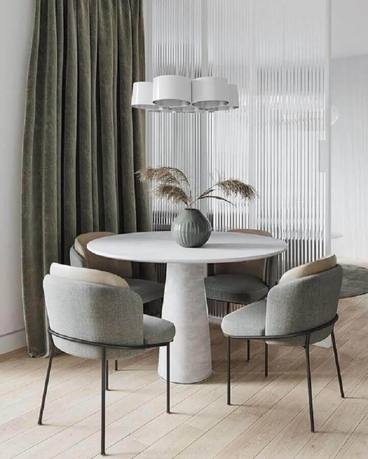 sala de jantar decorada com mesa redonda e cadeira estofada cinza moderna Foto The Chair Corner