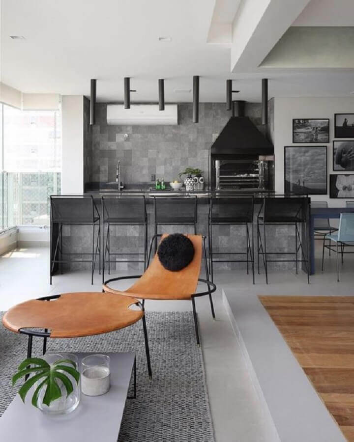 tons de cinza para decoração de área gourmet moderna com churrasqueira Foto Home Fashion Trend