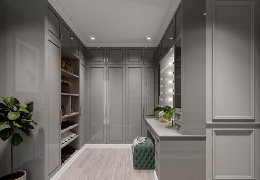 tons de cinza para decoração de closet casal com penteadeira camarim Foto Pinterest