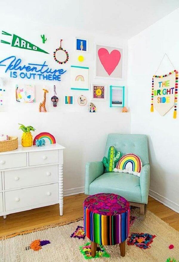 Almofadas decorativas infantil em formato de cacto e arco-íris. Fonte: Pinterest