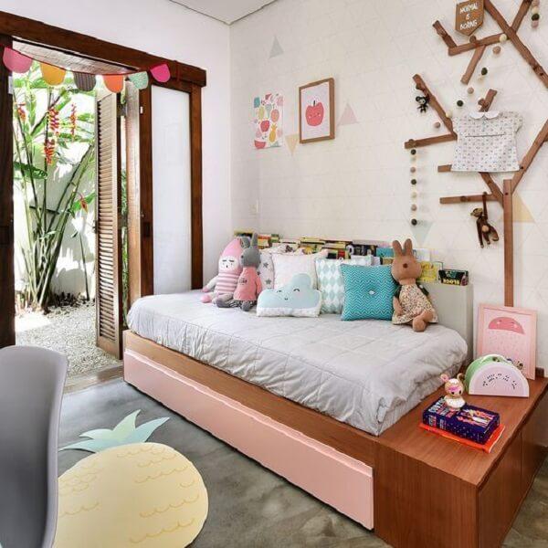 Almofadas para quarto infantil com cores, tamanhos e formatos distintos. Fonte: Revista Viva Decora