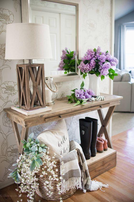 Aparador de madeira rustico na decoração charmosa