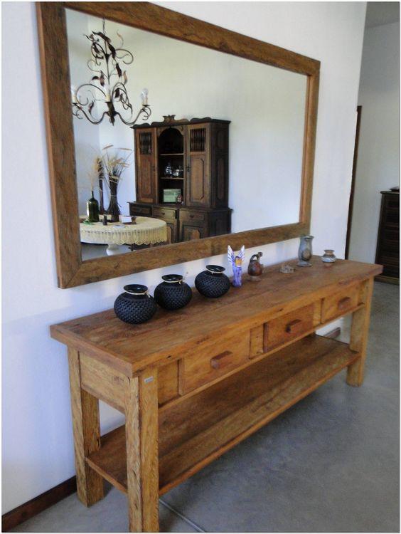 Aparador rústico de madeira com espelho quadrado