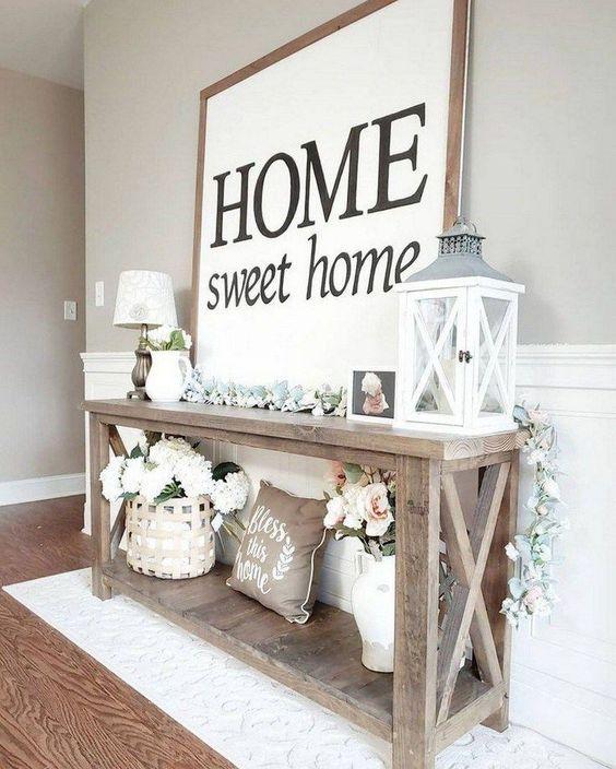 Aparador rustico com quadro e enfeites claros na decoração